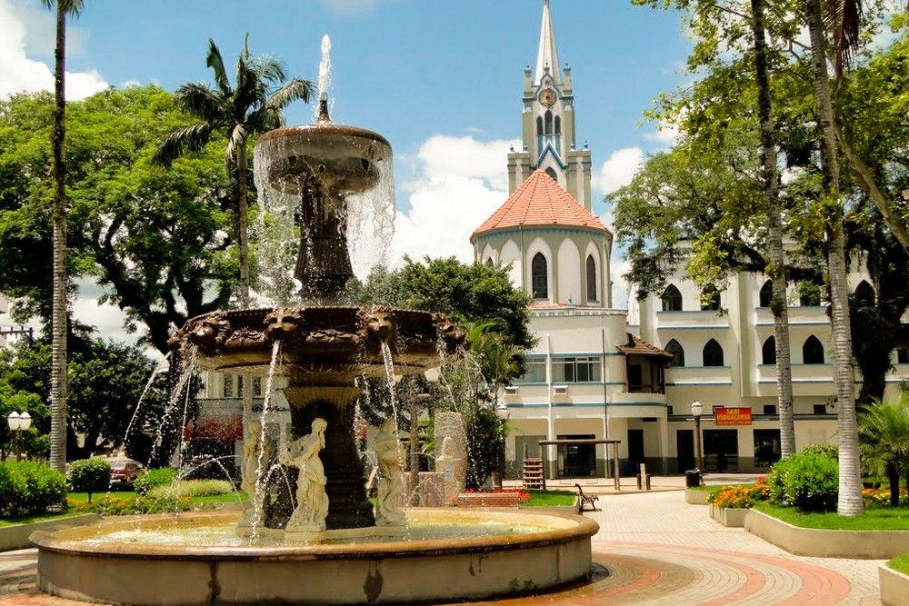 Igreja e praça de Orleans