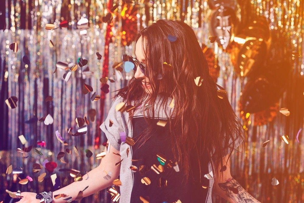 Mulher curtindo o carnaval